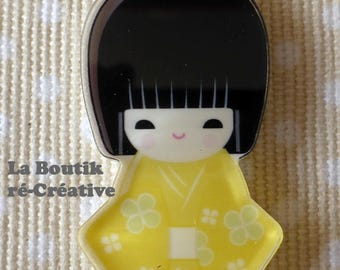 1 x yellow Kokeshi doll girl pendant