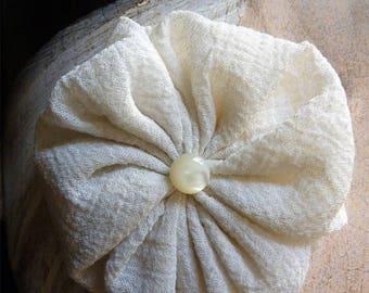 """Yoyo"" crepe silk and Pearl brooch"