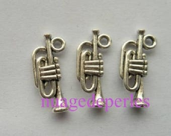 3 pendants Tibetan silver trumpet music