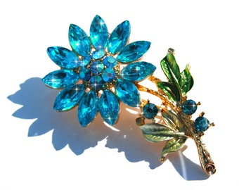 Broche fleur doré cristal et strass bleu et AB.