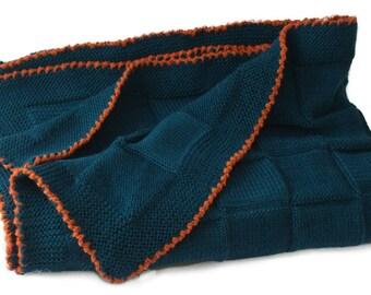 Baby blanket petrol blue crosheted edging Made of soft merino wool Babydecke gestrickt Reine Merinowolle Petrolfarbe Couverture bb tricot