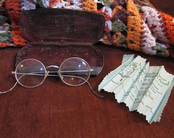 Antique Vintage Wire-rimmed Eyeglasses w Cleaning Cloth and Case circa early 1900s Tarnished Silver Near Sighted Lens Steampunk Style!