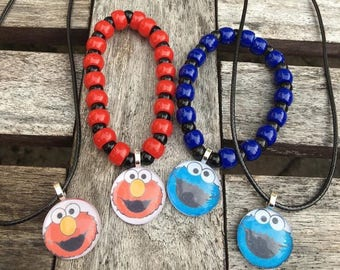 Elmo and Cookie Monster party favors.Elmo party favors.Cookie Monster party favors.Elmo bead bracelet.Cookie Monster bead bracelet.