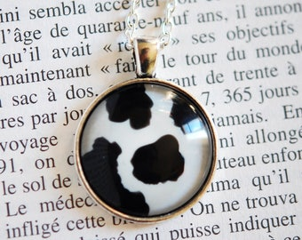 Moo cow pattern round necklace