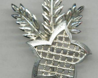 LISNER Leaves or Shafts  Of Wheat and Star Silver Tone Metal Pin, 1 1/2 in. Wide By 2 3/4 in. Long