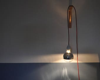 Lamp with bulb mirror
