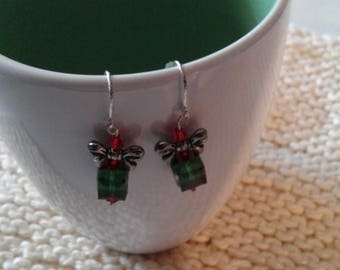 Package earrings, green, red and silver