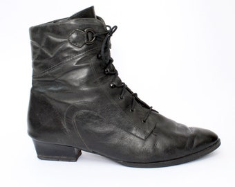 EU 41 - Black leather vintage high ankle boots for women - size UK 7 / US 9,5 - black laced winter boots with soft lining - victorian style