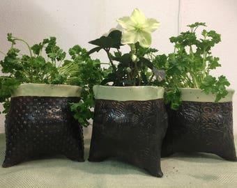 Tripode, pot, flowerpot