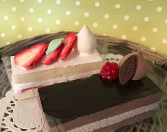 Strawberry and Chocolate Long Cakes
