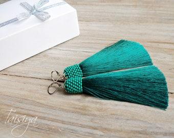 Green tassel earrings.earrings long. Emerald earrings.Oscar de la renta Long green earrings. green earrings handmade. tassel earrings