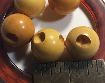 5 vintage bakelite cream ball buttons 1/2 inch