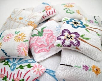 5 Dried Lavender Sachets - Embroidered Sachets - Stocking Stuffers - Vintage Linens - Embroidery - Party Favors