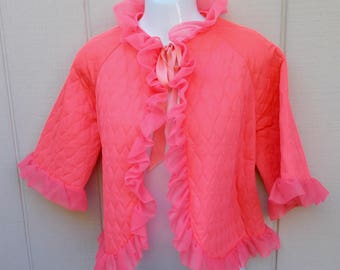 Vintage 50s Ruffled Quilted Bed Jacket in Bright Pink / Sml - Med