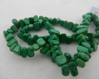 semprecious stone chip beads  rec. green turquoise color 2 8inch str.5017