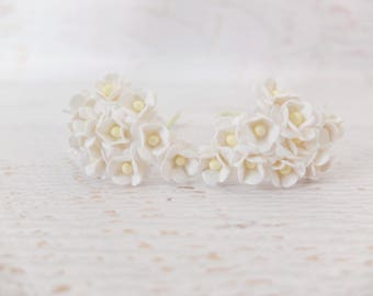 20 15mm white paper double layers daisies - 1.5 cm paper flowers with wire stems
