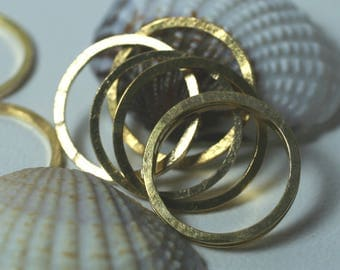 Hand hammered textured gold plated circular link connector O ring aprox 14mm outer diameter, 8 pcs (item ID FA00006GPK)