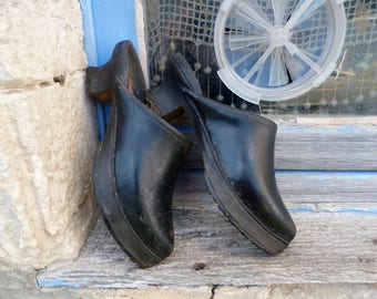 Vintage Antique French 1890/1900  French primitive black leather & wood women clogs