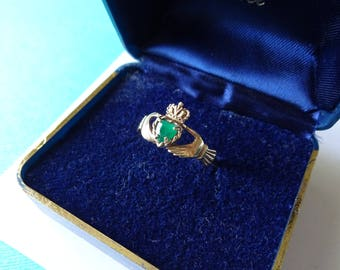 9kt Gold and Emerald Claddaugh Ring Size 7.25
