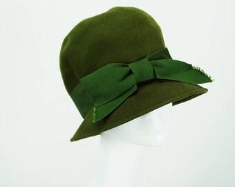 Vintage 1960s Hat Forrest Green Brimmed Velour Cloche Sz 21.5