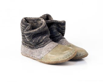 Gray shoes whit knitted top and leather soles Natural felt wool slippers Handmade felted wool shoes womens