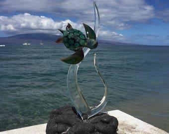Green sea turtle on seaweed glass sculpture