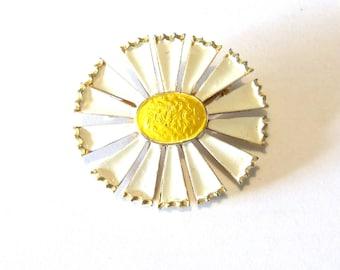 Vintage Enameled Daisy Pin - oval shaped