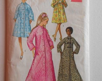 Vintage 70s Raglan Sleeve Robe or House Dress Sewing Pattern Simplicity 9074 Size 10 Bust 32 1/2