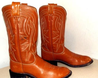 Nice tan brown leather Tony Lama brand cowboy boots