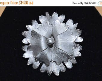 ON SALE Pretty Vintage Silver tone Floral Brooch