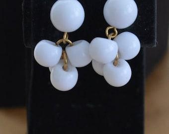 ON SALE Pretty Vintage White Plastic Beaded Pierced Earrings, Summer Earrings (I5)
