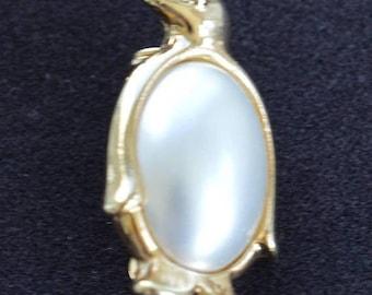 ON SALE Faux Pearl Penguin Brooch, Gold tone, Vintage (C11)
