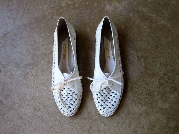 White Leather 80s Shoes Cut Out Lace Ups Tie Up White Leather Oxfords Summer Moccasins Preppy Boho Flats Vintage Huaraches Womens 6.5 7