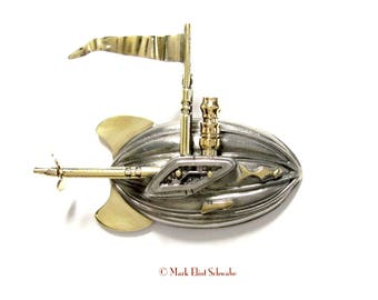 9Ds steampowered airship brooch with pennant waiving & Star Trek roots - steampunk style, interactive ... the propeller spins!