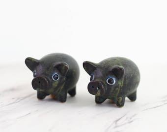 Vintage Stoneware Pig Salt and Pepper Shakers / Mid Century Salt and Pepper Shakers / Hand Painted Stoneware Salt and Pepper Shakers