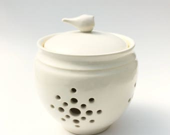 Little Birdie Garlic Keeper // Garlic Jar in Pure White