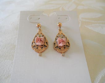 Gorgeous Floral Gold Tone Clear Rhinestone Pierced Drop Vintage Earrings