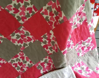 Pink and gray baby quilt - sweet hearts all over