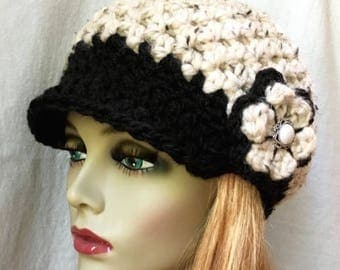 Cold Weather Crochet Womens Hat, Newsboy Oatmeal and Black, Chunky Wool JE808N8