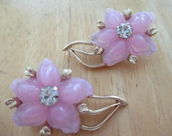 VINTAGE COSTUME JEWELRY  / Closing store  was 8.99 now 6.99  Flower clip on earrings