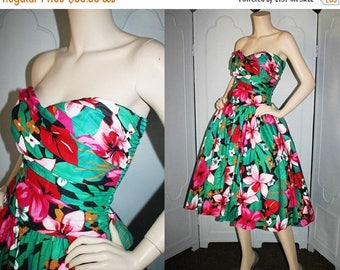 ON SALE vintage 1980's Hawaiian Dress. Strapless Hawaiian Dress with Ruched Bodice, Elasticized Back and Full Skirt. Medium to Large.