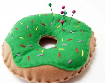 Felt Doughnut Pin Cushion Bright Green Icing and Sprinkles, Plush Donut, Party Favour, Kids Toy, Pretend Food, Sewing Accessory, Pin Holder