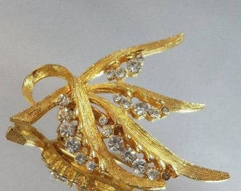SALE Vintage Rhinestone Golden Wheat Brooch. Gold Clear Rhinestones Wheat Pin.