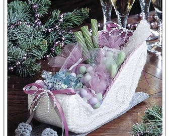 Vintage Crochet Pattern to make Victorian Sleigh - Christmas Ornament/display Table Centrepiece