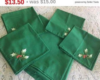 Green Square Christmas Tablecloth, 4 Matching Napkins,  Holiday Linens, Xmas Tablecloth