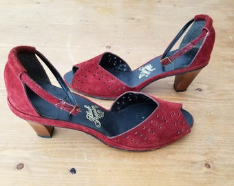 Amazing  Vintage 1970s Hush Puppies Bohemian Hippie Leather Suede Burgundy Wood Heel Shoes