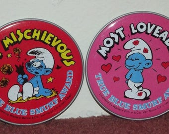 Smurfs collectible 1984 Peyo tin sticker badges