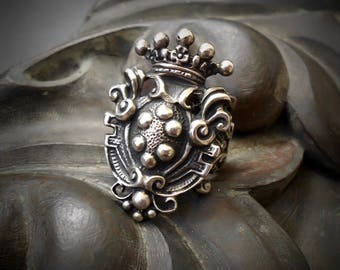 Vintage Heraldry Ring Heraldic Silver Ring Pewter Coat of Arms Ring Crown Shield Ring Medieval Filigree Ring Renaissance Ring RenFaire 6.5