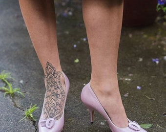Anniversary Sale 35% Off The Wedding Guest - Vintage 1950s Pinky Lilac Pearl Stiletto Pumps w/Buckle Fan - 7.5/8