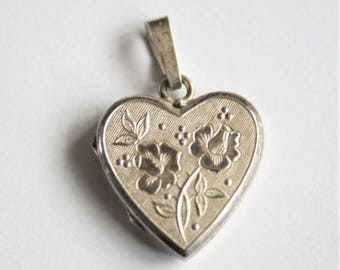 Vintage sterling silver heart locket.  Flower locket. Vintage jewellery